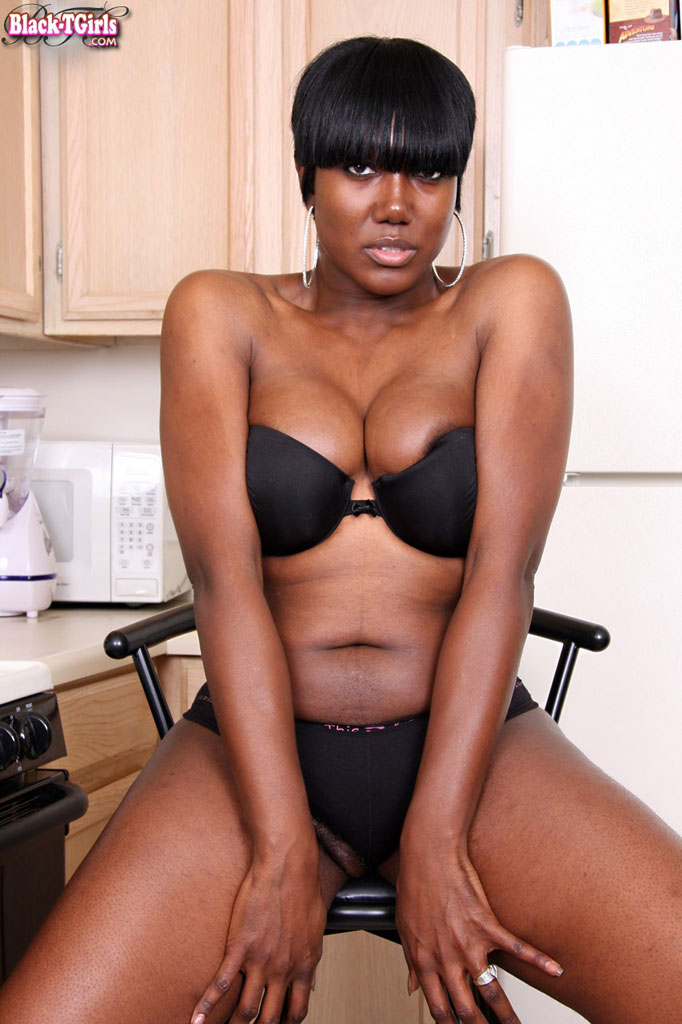 Mature black tranny tube